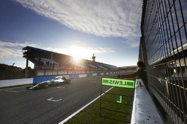 Hamilton durante treino em Jerez, na semana passada (Divulgação)